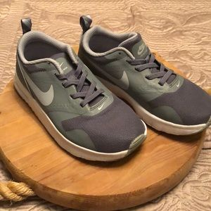 Nike Air boys shoes size 1y